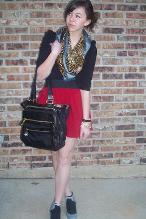 H&M top - Steve Madden purse - moms scarf