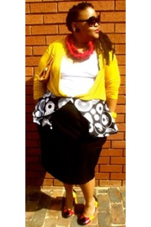 clutch bag - mustard cape - tswanalyric necklace - skirt - heels - white vest
