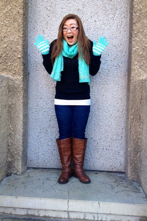 brown Brash boots - blue Bombshell scarf