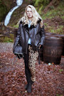 Black-boots-camel-tripp-jeans-black-style-nanda-jacket-black-bag