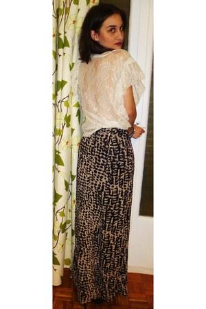 black H&M skirt - white Zara top