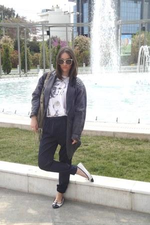 white Zara t-shirt - navy Zara pants