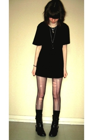 H&amp;M t-shirt - mim shorts - tights - mim boots - socks - necklace