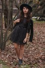 Black-thrifted-boots-charcoal-gray-forever21-dress-forest-green-thrifted-hat