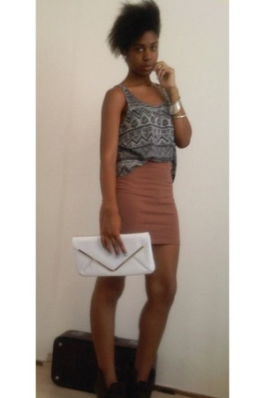 dark brown Newlook boots - white clutch Primark bag - heather gray cropped H&M t