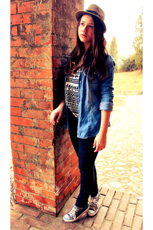 H&M top - Converse shoes - Zara jeans - Stradivarius shirt