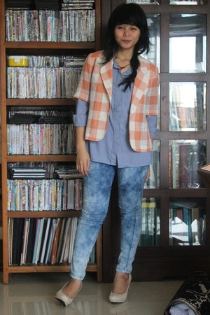 off white heels - blue jeans - nude blazer - periwinkle shirt