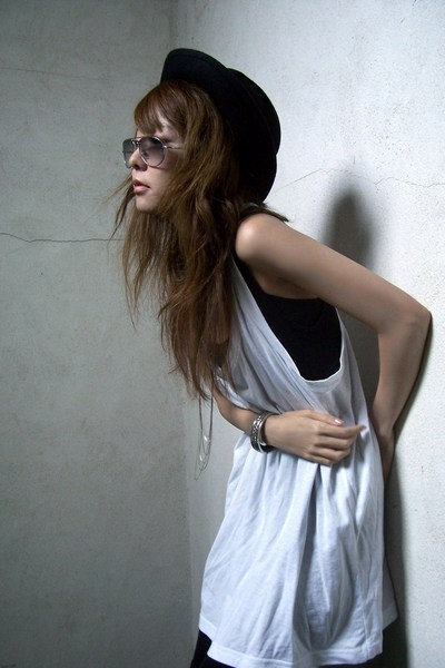 forever 21 hat - forever 21 top - Urban Outfitters leggings