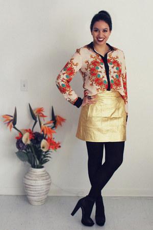 carrot orange baroque Romwecom shirt - gold metallic Zara skirt