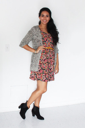 ruby red floral moms closet dress - black ankle Zara boots - mustard H&M bag