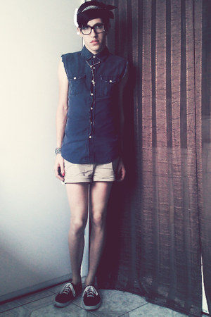 navy Warp And Weft top - brick red Keds shoes - khaki Body Central shorts
