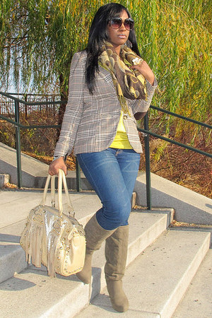beige Galian bag - dark khaki Dollhouse boots - blue Paris Blues jeans