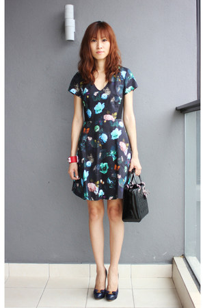 floral Club Monaco dress - christian dior bag - Salvatore Ferragamo pumps