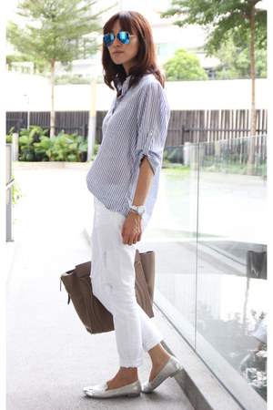 white Gap jeans - camel Celine bag - blue mirrored Ray Ban sunglasses
