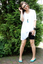 white Monki t-shirt - black Forever 21 tights - green H&M shoes