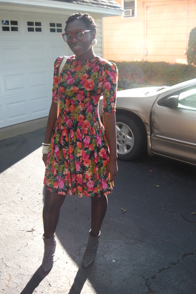 goodwill vint floral dress - vint bag - American Apparel sunglasses - vint earri