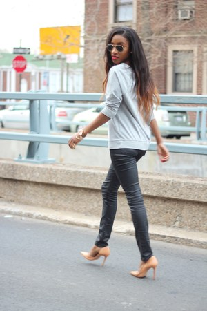 Old Navy sweatshirt - Zara pumps