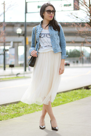 ivory tulle Ruche skirt - light blue denim H&amp;M jacket - black Chanel bag