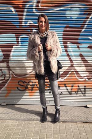 silver faux fur Zara coat - black vagabond boots