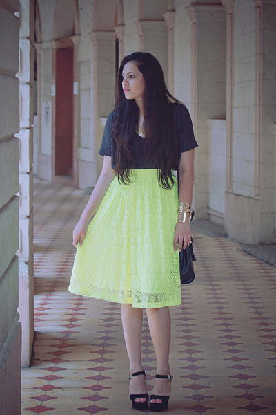 chartreuse asos skirt - black Steve Madden shoes - charcoal gray Zara t-shirt