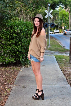 black stuart weitzman shoes - blue Levis shorts - camel Express top