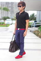 black Uniqlo top - dark brown Springfield bag - navy Terranova pants