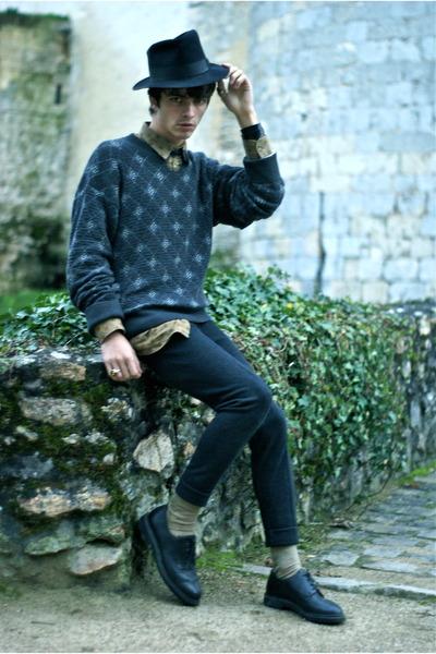 wool Eirard hat - leather Hardrige shoes - cotton Valentino sweatshirt