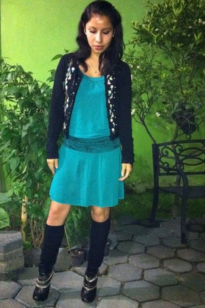 turquoise blue verde esmeralda dress - black boots - black aplicaciones sweater