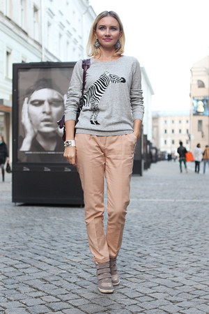 heather gray pull&amp;bear sweatshirt - neutral Zara pants
