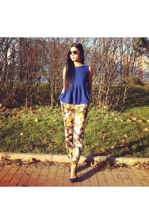 blue Zara shoes - black Ray Ban sunglasses - mustard Zara pants