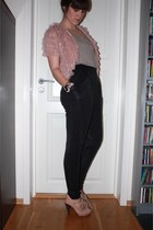 beige Topshop shoes - black veromoda pants - beige DIY t-shirt - pink veromoda j