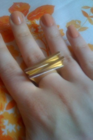 biyou brigitte ring - alexandro nail polish limited edition ring