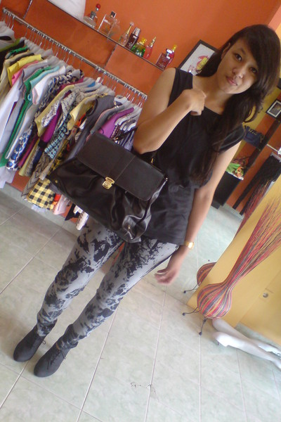 t-shirt - jeans - shoes - accessories