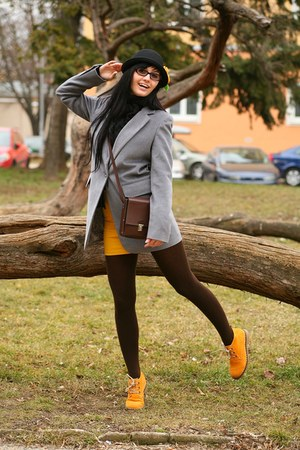 gold shoes - tan coat - black hat - gold skirt