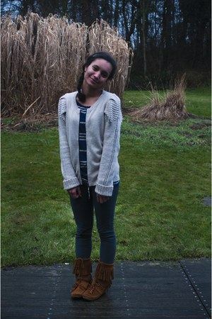 tawny boots - silver cardigan - navy top