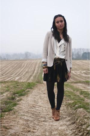 tawny boots - black skirt - cream blouse