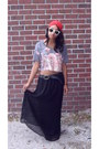 Red-turban-hat-heather-gray-uo-shirt-black-maxi-skirt