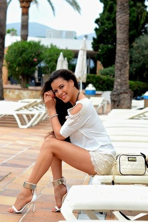 ivory American Dream shirt - ivory Betsey Johnson bag - ivory MNK shorts