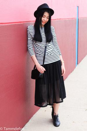 stripe Forever21 top - fedora Forever21 hat - snake skin verawang bag