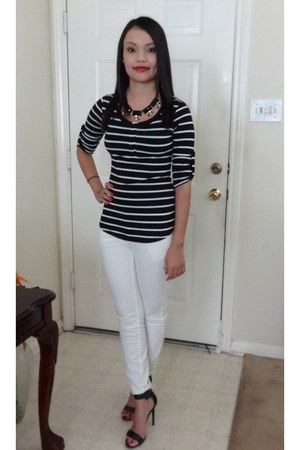 black top - necklace - white pants - heels