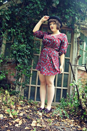 black bowler hat Clothes Show hat - brick red leaf print TK Max dress