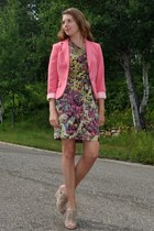 salmon H&M blazer - pink one sleeve kensie dress - beige just fab wedges