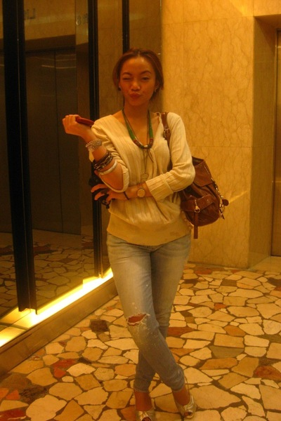 beige pull&bear cardigan - gray monday market jeans - silver Charles & Keith sho