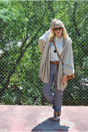 gray Uniqlo pants - gold sam endelman shoes - beige capeponcho H&amp;M sweater
