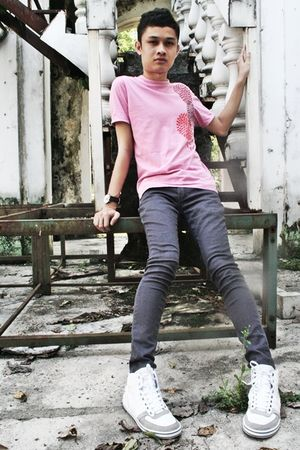pink Philosophy t-shirt - white Zara shoes - gray Fourskin jeans