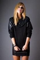 Black-telltale-hearts-vintage-sweater