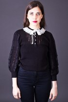 Vintage Peter Pan Collar Sweater in Black & Cream