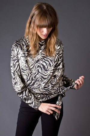 silver telltale hearts vintage blouse