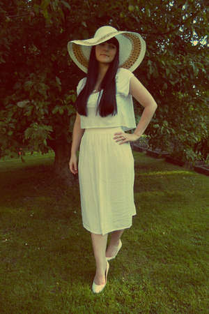 white c&a hat - white cropped new look top - white vintage skirt