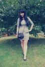 Black-new-yorker-bag-silver-chillin-dress-black-cross-gate-earrings